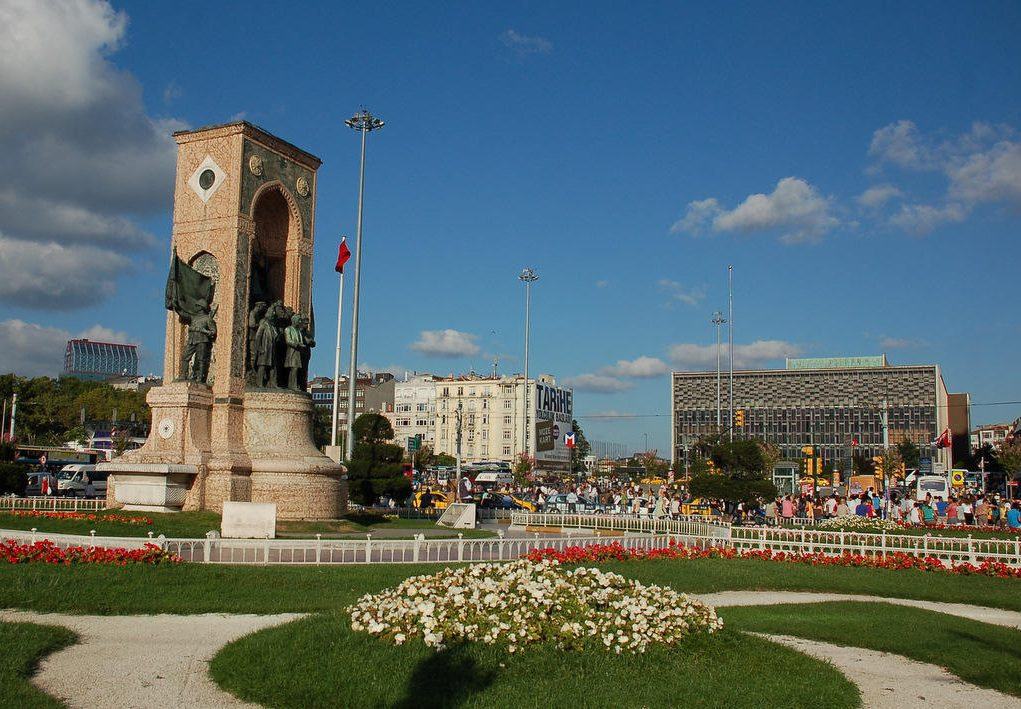 Tempat Menarik di Istanbul Taksim Square